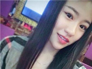 【美女秀场】李思苹 19岁 水瓶座 导购