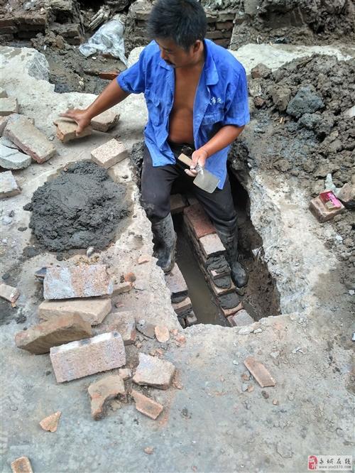居民污水管道市政施工给弄坏谁给维修