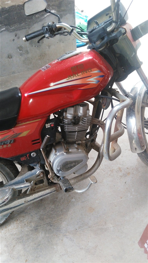嘉陵125摩托