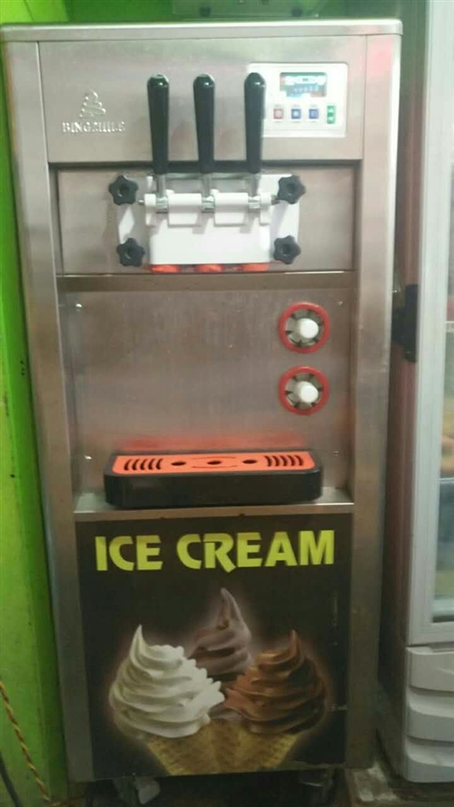 出售九成新软冰淇淋机器一台