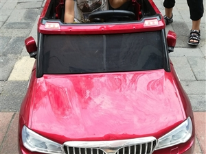 红色遥控汽车