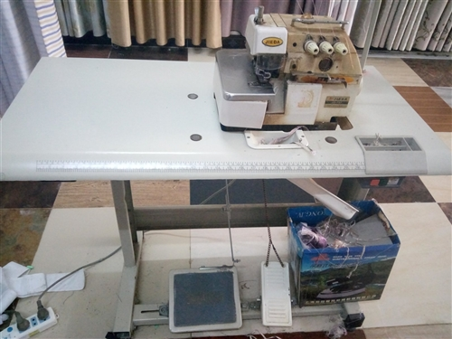 低价转让缝纫机、包缝机