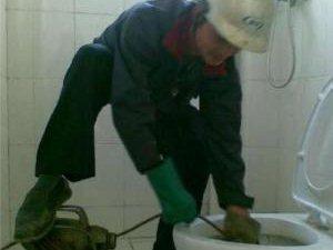 专业钻孔,疏通各类下水管道