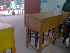 学生课桌坚固耐用