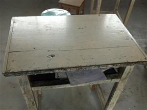 课桌椅贱卖