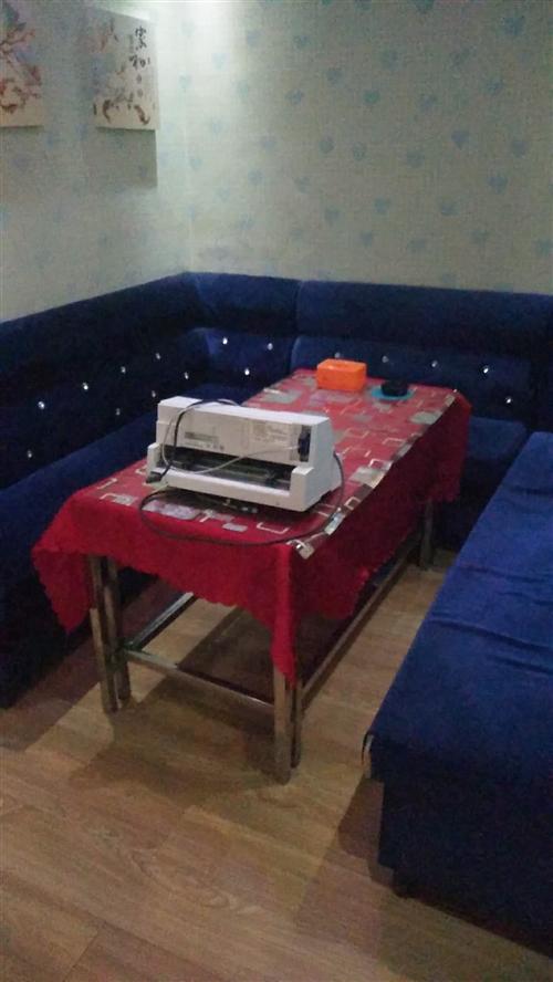 酒馆沙发桌椅板凳低价转让