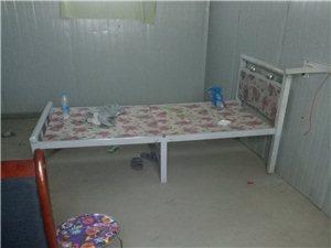 本人有30多个折叠豪华床,现在低价出售桌