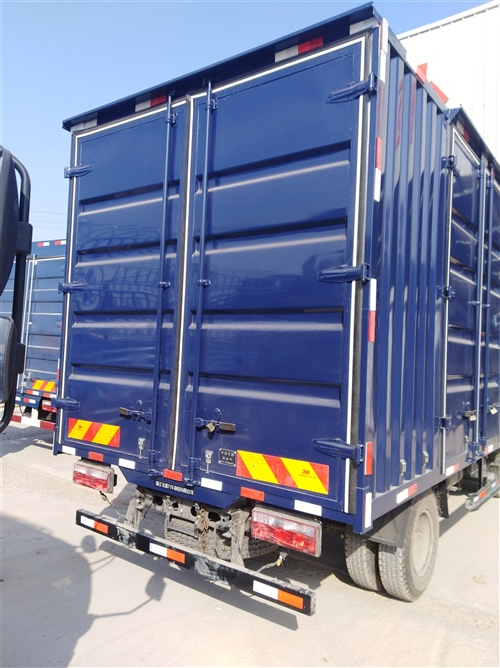 轻型箱式货车