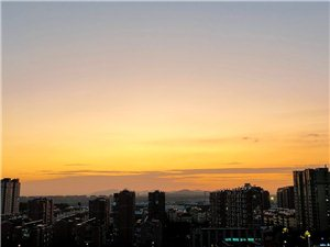 从清晨的一缕阳光,到中午的蓝天白云,还有晚上的灯火阑珊。每一次的变化都让人感叹,溧水变化真的挺大的。