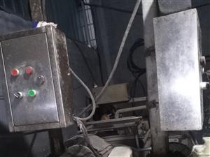 出售蒸汽发生器两台冰柜60型压面机豆皮机豆浆机直径1.2米的油炸锅