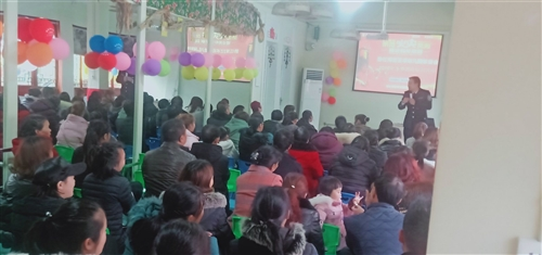 该幼儿园位于黔江某知名大型小区旁,人口众多,生源广泛。园内设施齐全,环境优美,拥有超六百平的室外场地...