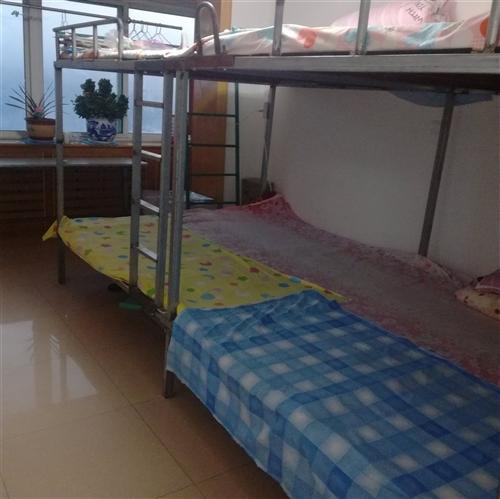 自家用二層上下鋪鐵床,3.6米X2米。9成新,便宜處理450元,就是個工錢,先到先得了。