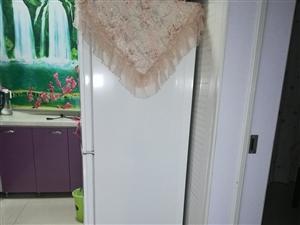 出售西�T子冰箱九成新,沙�l,��,��柜,茶��,鞋柜,特�e新�r干��,有�h者���系134748585...