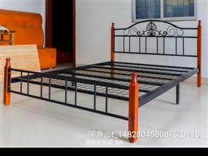 手工订制铁架床1.8m ,1.5各一个? ,品相9成新,床四个支柱整根原木(白腊木)制作,靠背有加厚...