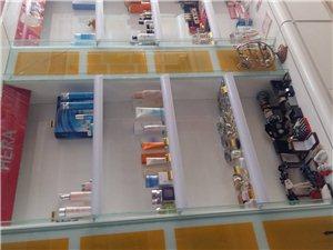 低价出售化妆品展柜12个