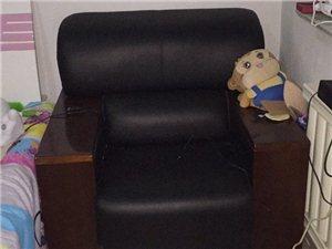 真皮沙发九成新,两个单沙发