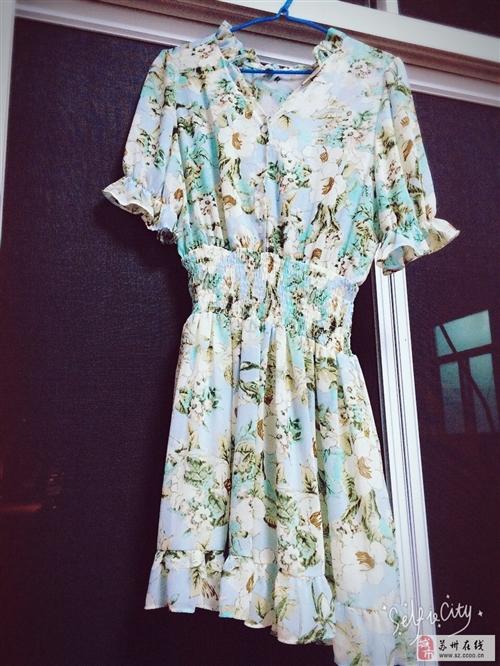 小碎花连衣裙