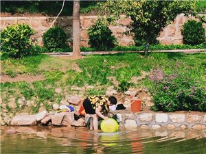 美丽西湖变成洗衣池
