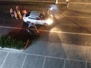 代寺镇车站旁小车撞到人