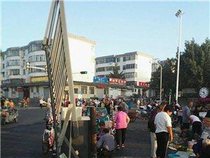 邹城市顺河路(护驾山北门)影响交通及行人安全