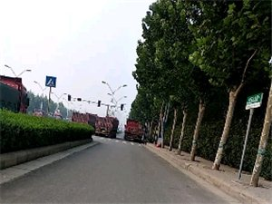 大型半挂车经常占用非机动车道存在什么重大隐患。