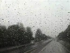 再大的风雨,也阻挡不住慈善人的热情!