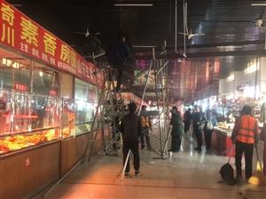 开元路菜市场棚塌了