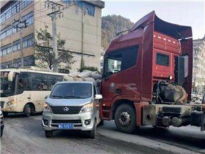 杨泗坝,二中下面车祸