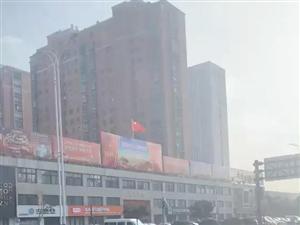 阜��南京路�奢v�I�拐���r�l生碰撞