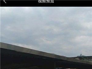 仙阳镇,高速路口旁边违章搭建铁蓬