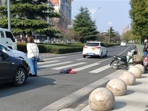 步行�蛳旅姘l生��事故,��硗���v和行人注意避�。