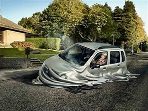 一辆汽车在马路上融化了,不过不用担心