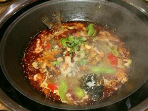 寒冷冬天即将来临,想想坐在炕墩上,吃着热腾腾的铁锅炖菜,把酒言欢,真不愧为一件无比美好的事情!