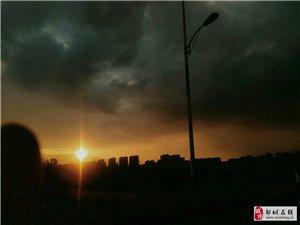 黑云压城城欲摧,甲光向日金鳞开