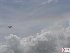 最近�常�l�F天空有七彩祥云,大家多留意,位置靠近太�附近