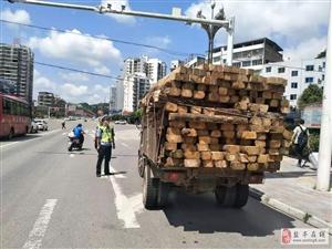 """不让货车变""""祸车"""",盐亭交警在行动"""