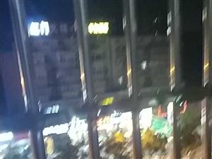 临泉四化路东露天烧烤KTV天天这样唱到晚上十一二点,就想知道这种情况就没有人能管管吗