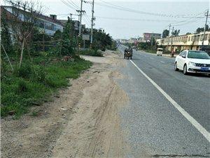 106国道非机动车道有大量泥土,我向相关部门?#20174;Γ?#24050;经得到解决。