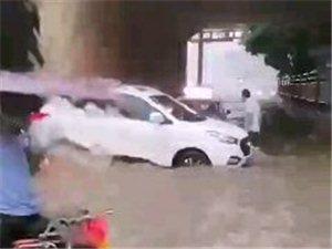 宜�e突降暴雨,224已�看海,多�v�子已�被淹!