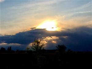 下雨前的夕阳