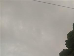 满天乌云不下雨