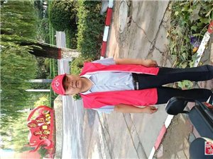 八月1日建军节,高邑县城,红云笼罩。原来文明志愿者上岗了。