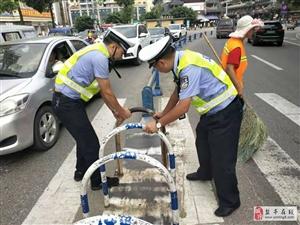 交警大队恢复天街人行道隔离栏