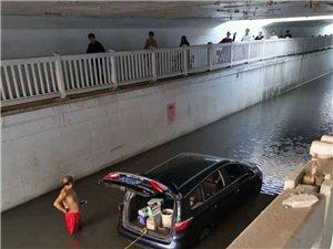 通往孟�f�V哦哦地下道,一遇下雨天就堵的��v�^不去,�@到底是什么工程?�X花的不少?工程做的不咋�樱糠e水