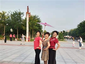 高邑县文体女子舞蹈队的风采