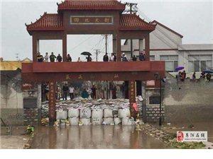 受灾严重的济南章丘回南村大水退去,村民开始赶集