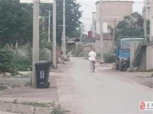 """现在村里也有垃圾桶和环卫工人,村民要交""""物业费""""吗?环卫工的工资由谁发放?"""