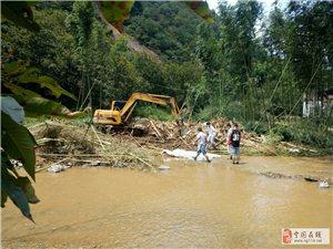 8月15日上午在霞西上门灾区见闻