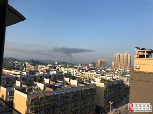【爆料】富顺一居民房突发大火,现场浓烟滚滚......