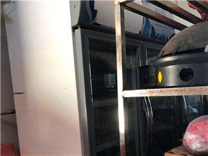 出售饭店用的餐具、全套、单独买也可以、冰箱、冰柜、灶、餐桌、椅子、洗菜池、吧台、菜架、油烟机、八成新